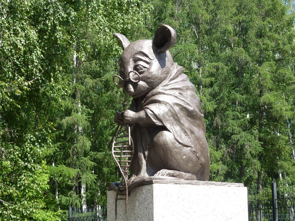 1200px-Monument_to_lab_mouse-1.jpg