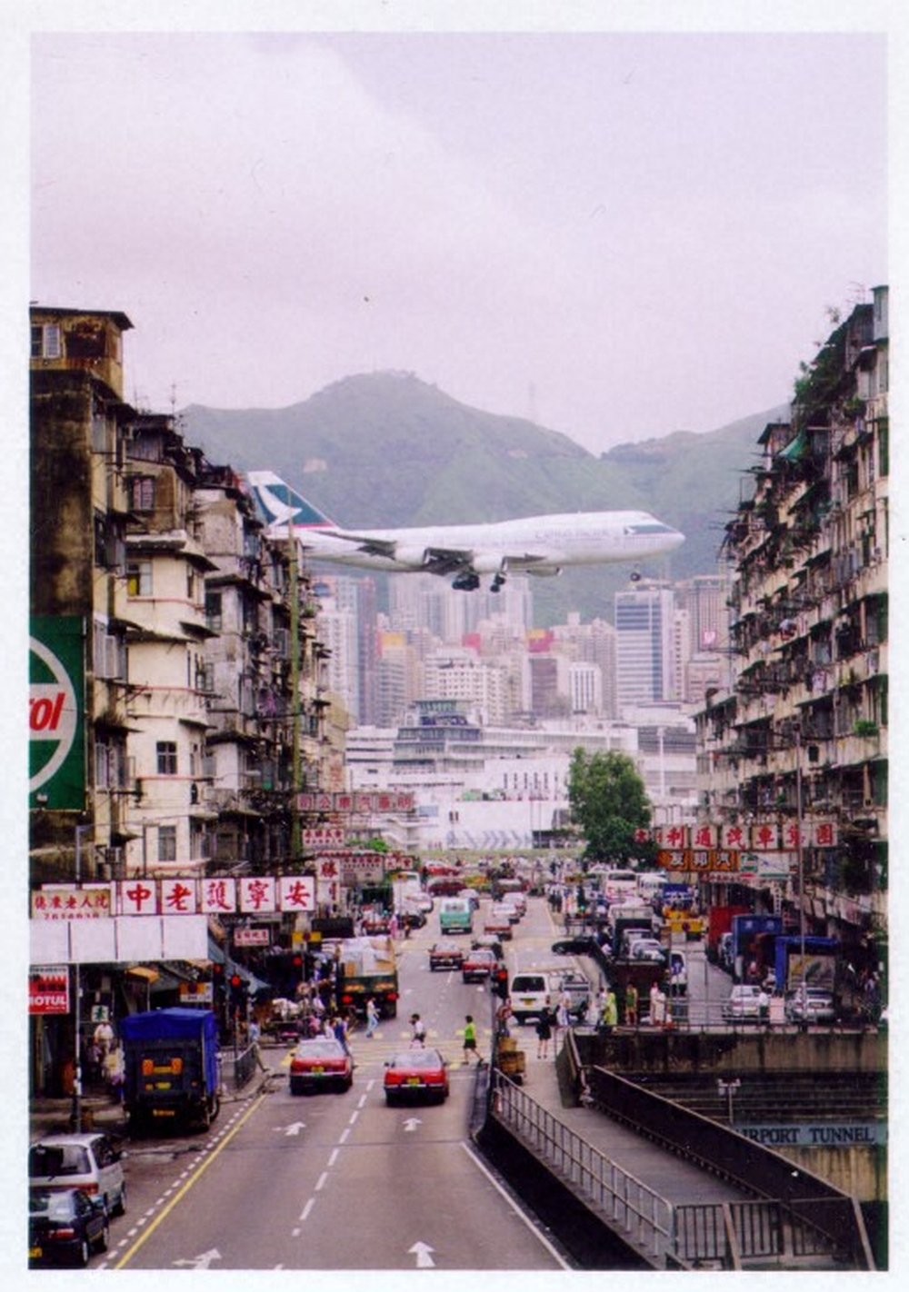 A_CX_Final_Approach_to_KaiTak.jpg