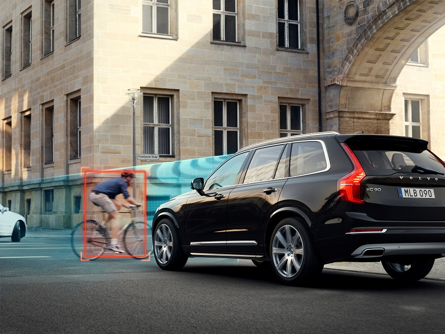Volvo_XC90_система City Safety.jpg
