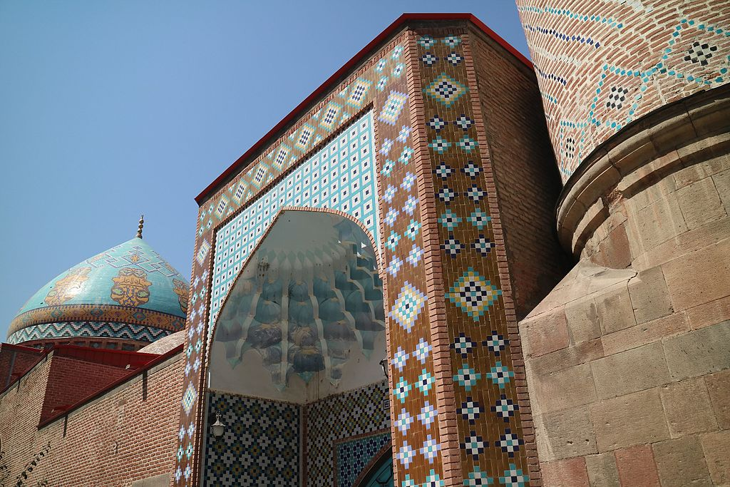 Blue_Mosque_side_view_2.jpg
