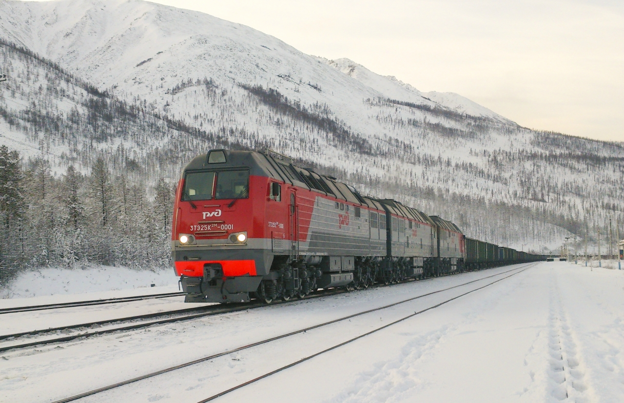 3TE25K2M-0001_with_train.jpg
